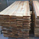 木取りした材料をモルダーかけ