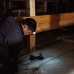 古材利用の床天と杉のネジレ変木の玄関演出